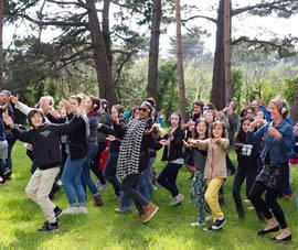 Plimbare în pași de dans prin parc, în premieră națională, la Sibiu!
