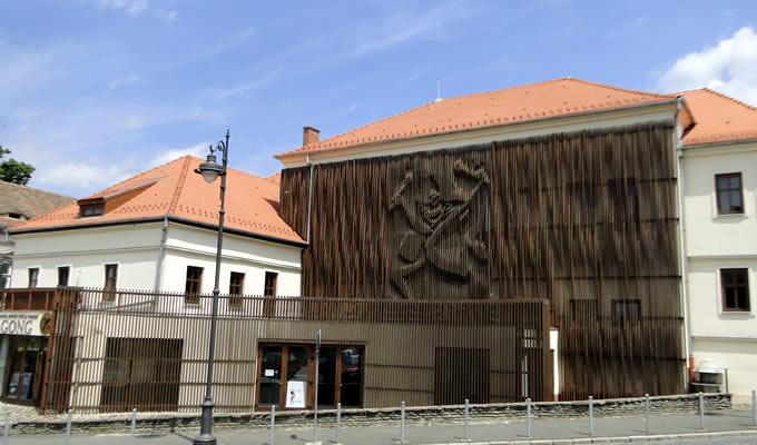 Atelier de teatru pentru adolescenți cu regizorul Robert Bălan
